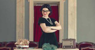 Η «Θεία Λένα» του Δημοτικού Θεάτρου Πειραιά επισκέπτεται παιδιατρικές κλινικές της Αττικής