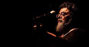 Ο Σταμάτης Κραουνάκης τραγουδά για την ΕΕΜΑΑ την 1η Φεβρουαρίου