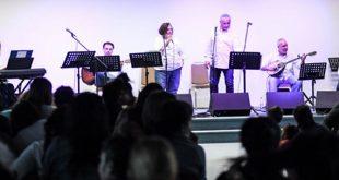 Η Pfizer Hellas Band κοντά στις κρατούμενες στον Ελεώνα Θηβών