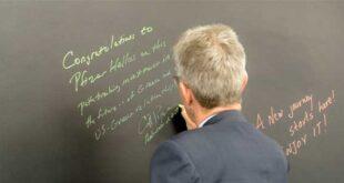 Ο Αμερικανός Πρέσβης στο Παγκόσμιο Κέντρο Ψηφιακής Τεχνολογίας της Pfizer, στη Θεσσαλονίκη