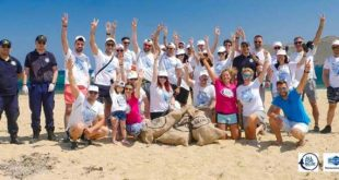 """Save the Sea"": Η Green Team του ΟΦΕΤ ""καθαρίζει"" τη Μύκονο"