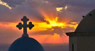 Πώς θα κάνουμε Πάσχα: Τι αλλάζει στις εκκλησίες, στην απαγόρευση κυκλοφορίας και πόσα άτομα θα επιτρέπονται στο πασχαλινό τραπέζι